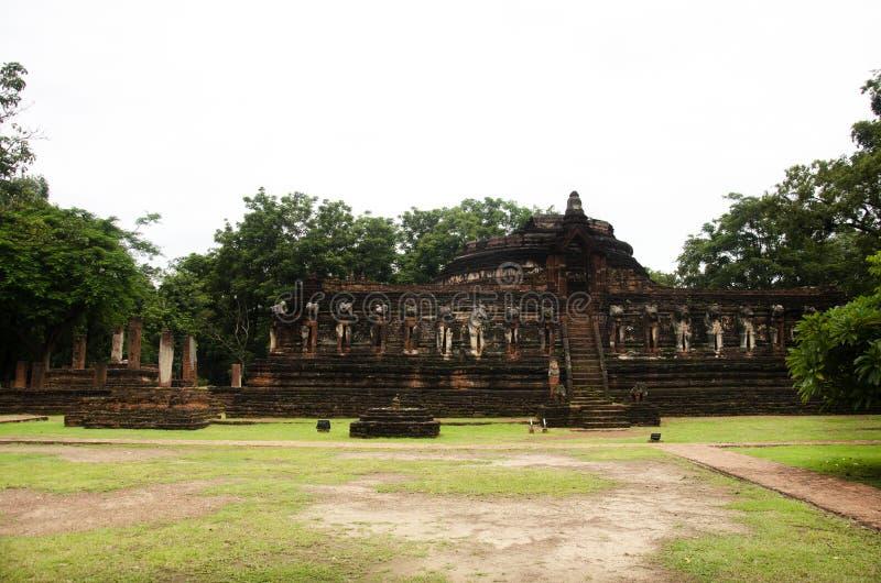 Veja a paisagem Wat Chang Rop ou Wat Chang Rob do parque histórico de Kamphaeng Phet em Kamphaeng Phet, Tailândia foto de stock