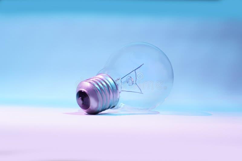 vektor för lampa för illustration för kulabegreppsidé Den klara och rena kulan som isoleras på nyanser av blått och vitt, symboli royaltyfria bilder