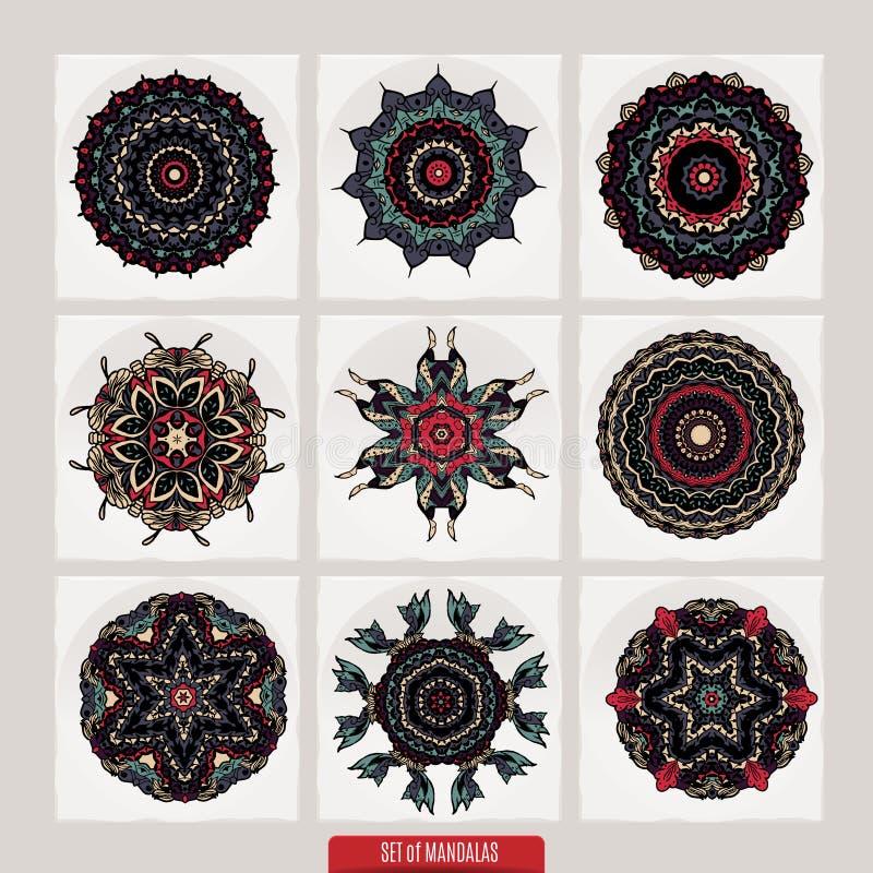 Vektor-Satz Hennastrauchflorenelemente basiert auf traditionellen asiatischen Verzierungen Paisley Mehndi kritzelt Sammlung lizenzfreie abbildung