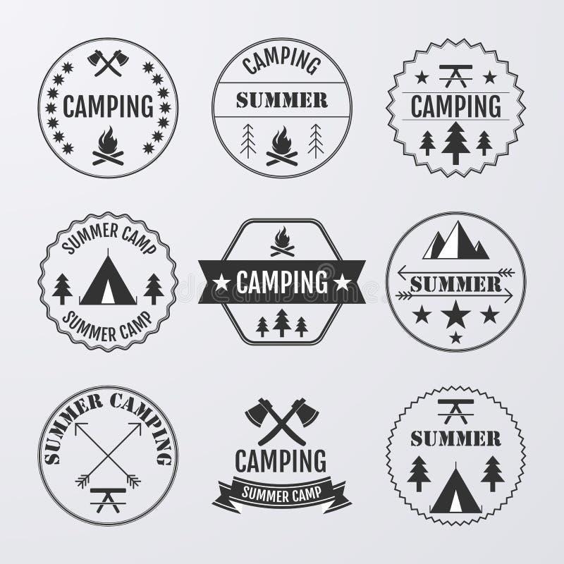 Vektorillustrationssatz Logos auf dem Thema des Kampierens lizenzfreie abbildung