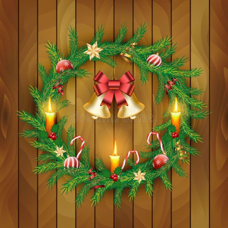 Vektorjulkrans med guld- klockor, röda bär, stearinljus, godisrottingar, pilbåge, bollar på träbrädebakgrund royaltyfri illustrationer