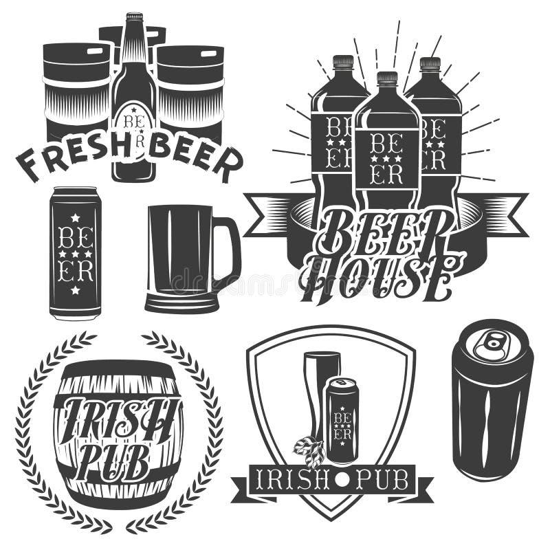 Vektoruppsättning av att brygga etiketter i tappningstil Bar- och hantverköllogo Monokrom färg stock illustrationer