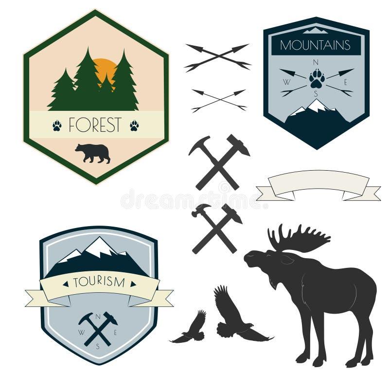 Vektoruppsättning av campa etiketter i tappningstil Planlägg beståndsdelar, symboler, emblem och emblem som isoleras på vit bakgr royaltyfri illustrationer