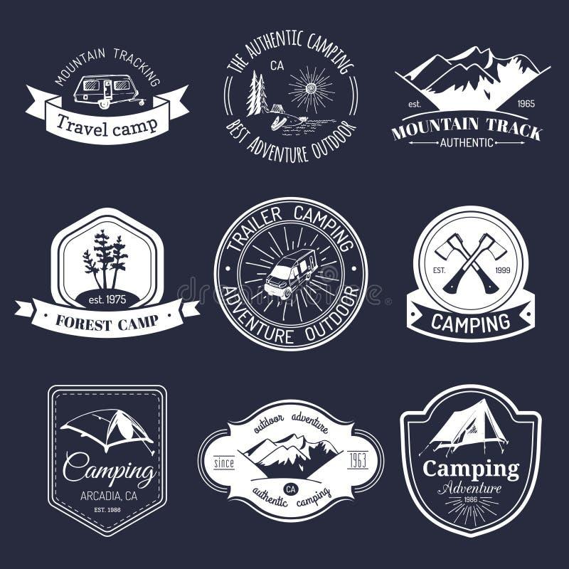 Vektoruppsättning av campa logoer för tappning Turismemblem eller emblem Retro teckensamling av utomhus- affärsföretag vektor illustrationer