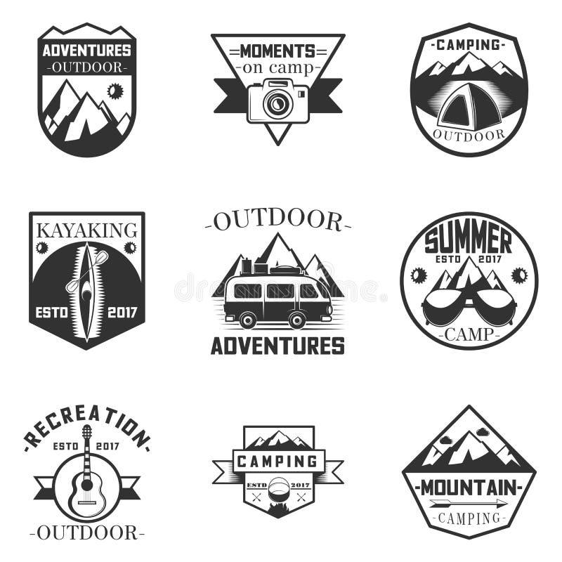 Vektoruppsättningen av etiketter för utomhus- aktivitet, campa och expeditioni tappning utformar Designbeståndsdelar, symboler, l vektor illustrationer