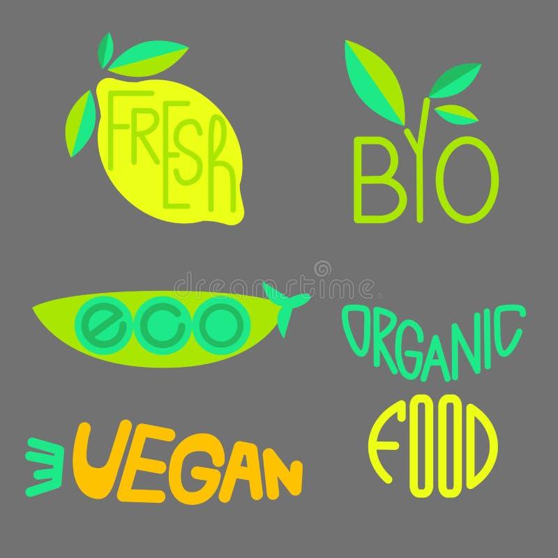 Vektoruppsättningen av organiska produkter märker och förser med märke royaltyfri illustrationer