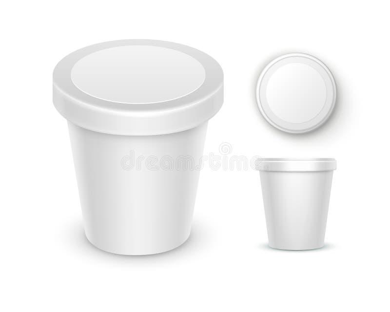 Vektoruppsättningen av plast- för vitmellanrumsmat badar hinkbehållaren för efterrätten, yoghurten, glass, gräddfil med etiketten stock illustrationer
