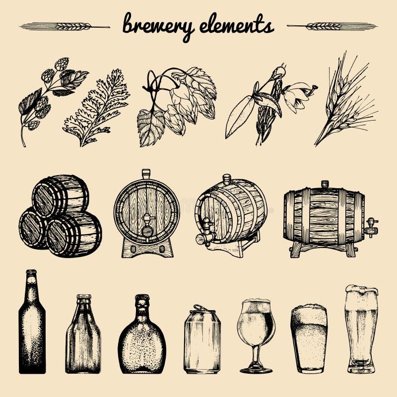Vektoruppsättningen av tappningbryggerihanden skissade beståndsdelar, trumman, flaskan, exponeringsglas, örter och växter Retro ö royaltyfri illustrationer