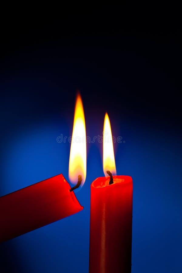 A vela é iluminada fotografia de stock