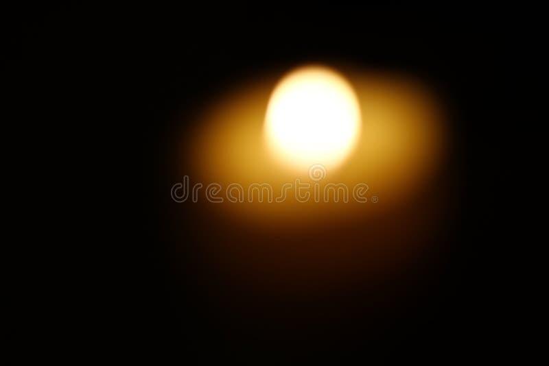 Vela ardente Blurred imagem de stock