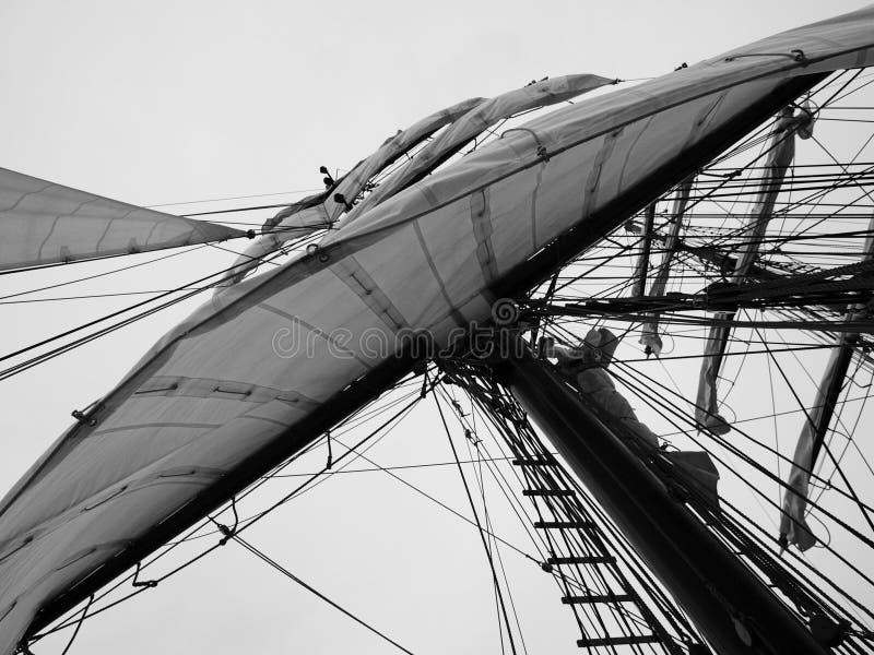 Vela branca grande de um navio foto de stock royalty free