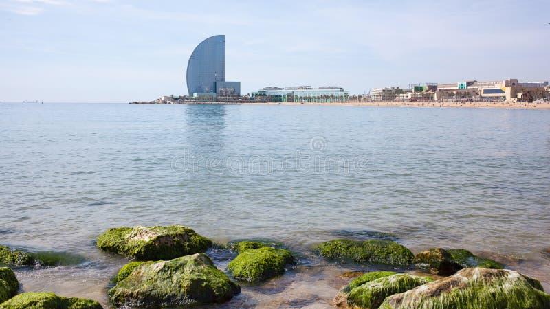Vela da praia e do hotel de Barceloneta imagem de stock royalty free