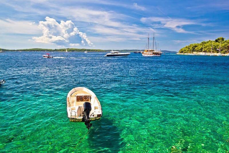 Vela das ilhas de Paklinski e destino famosos da navigação fotos de stock