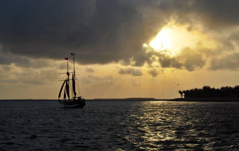 Vela de la puesta del sol de Key West foto de archivo