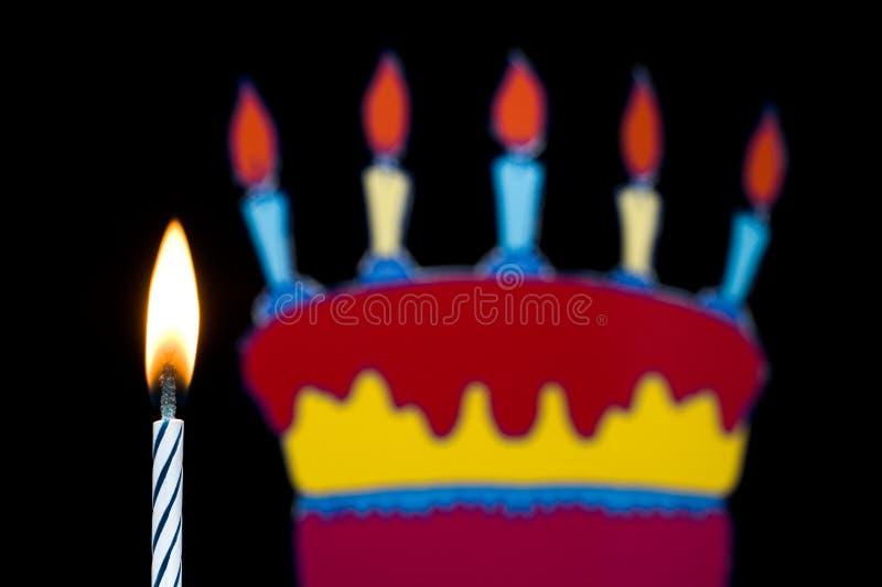 Vela del cumpleaños con la torta foto de archivo libre de regalías