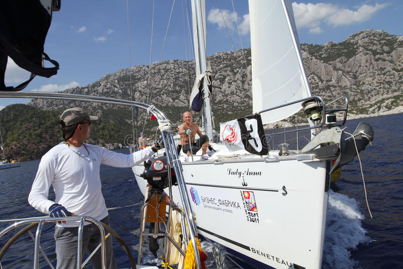 Vela di regatta di navigazione & trofeo di divertimento in Turchia immagini stock