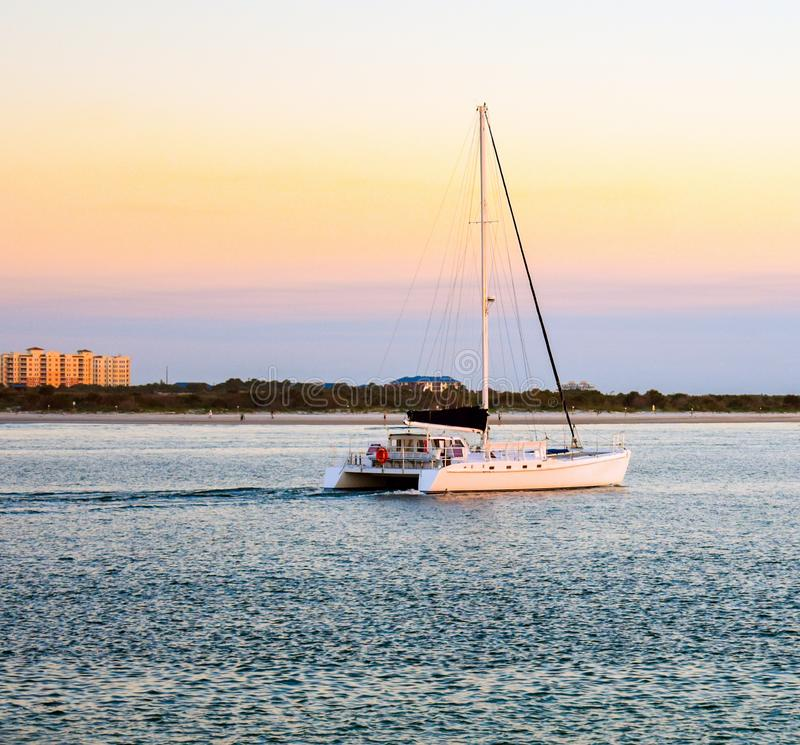 Vela di tramonto al molo del faro di Ponce in Florida fotografia stock libera da diritti
