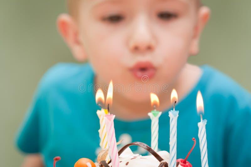 Vela do bolo de aniversário foto de stock