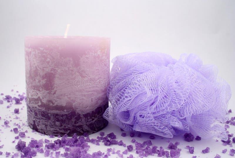 Download Vela e esponja foto de stock. Imagem de aromatherapy, cristal - 536298