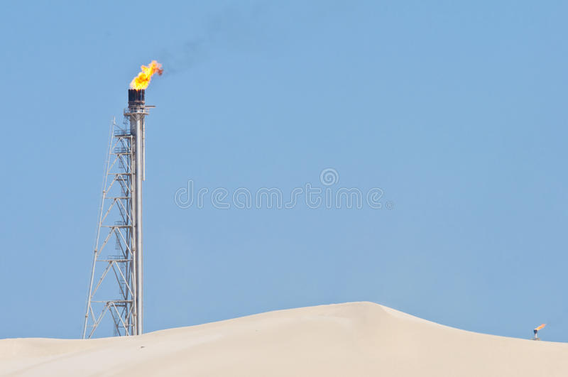 Vela flamejante no deserto foto de stock royalty free