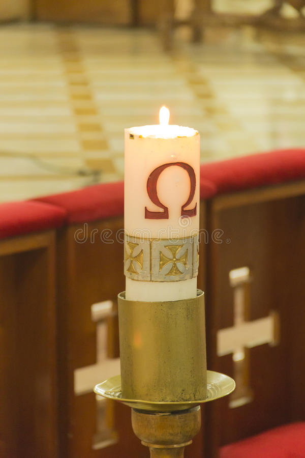Download Vela iluminada imagem de stock. Imagem de igreja, baptism - 80101365