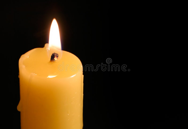 Download Vela na obscuridade foto de stock. Imagem de fulgor, meditation - 51818