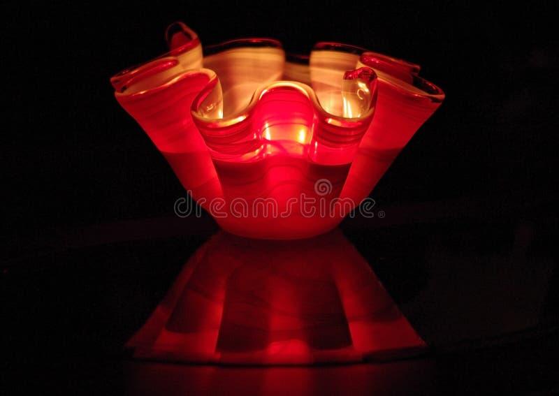 Vela ondulada de cristal moderna en la noche imágenes de archivo libres de regalías