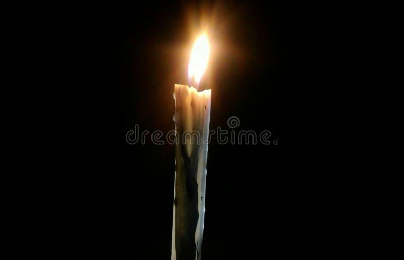 Vela que la luz de las castas también echa la sombra foto de archivo libre de regalías