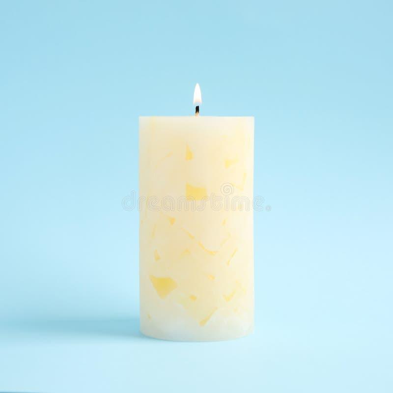 Vela scented da cera Alight foto de stock royalty free
