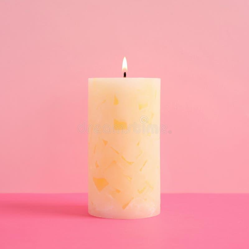Vela scented da cera Alight fotografia de stock