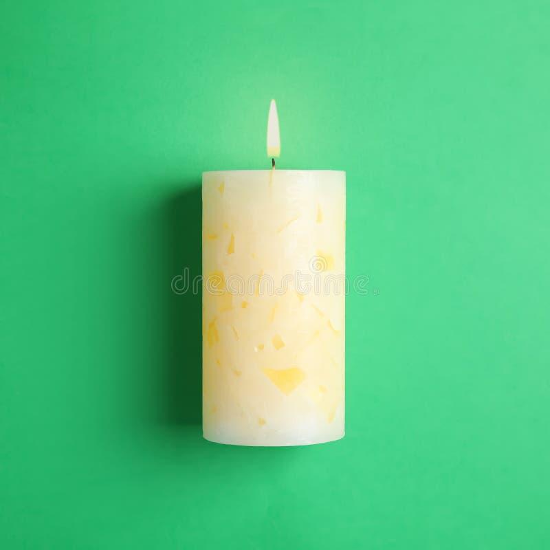 Vela scented da cera Alight imagens de stock royalty free