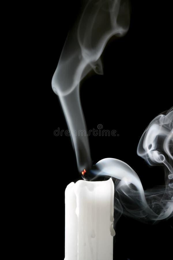 Vela y humo foto de archivo