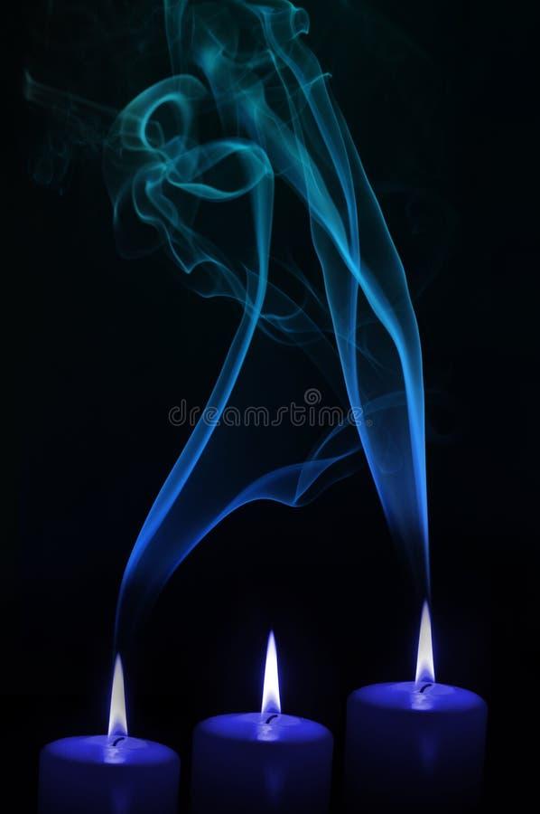 Velas con humo imagen de archivo libre de regalías