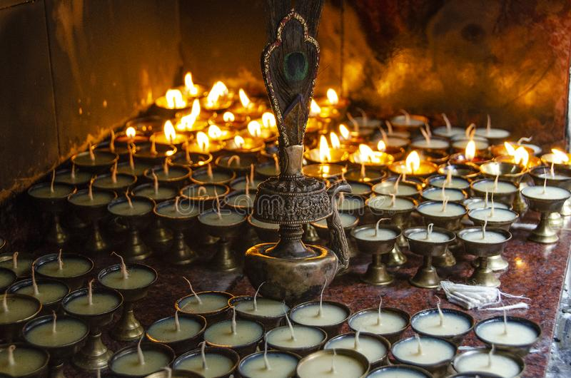 Velas da oração de Buddist, Swayambhu, Kathmandu fotos de stock royalty free