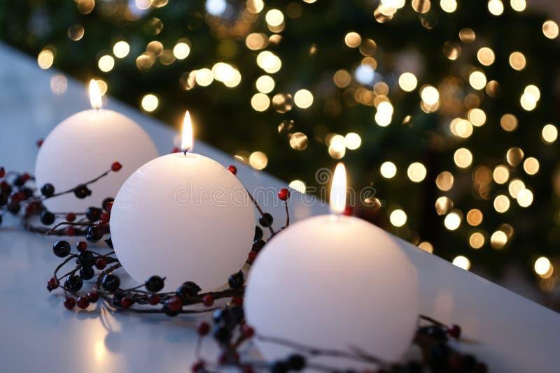Velas de la Navidad blanca foto de archivo libre de regalías