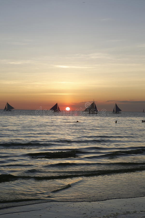 Velas de la puesta del sol imagen de archivo