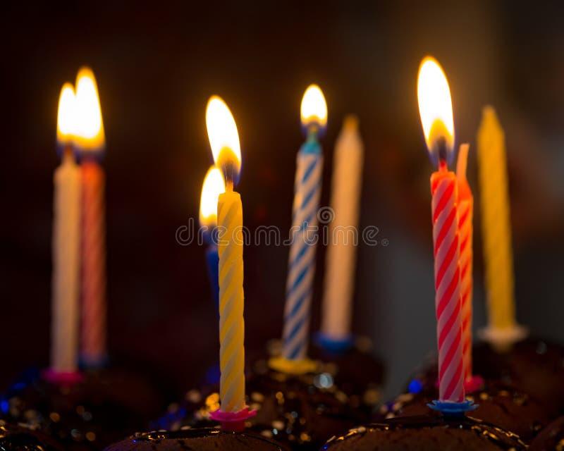 Velas del feliz cumpleaños foto de archivo