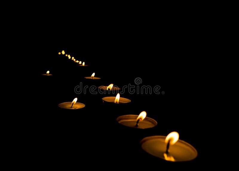 Velas del Lit en la oscuridad fotografía de archivo libre de regalías