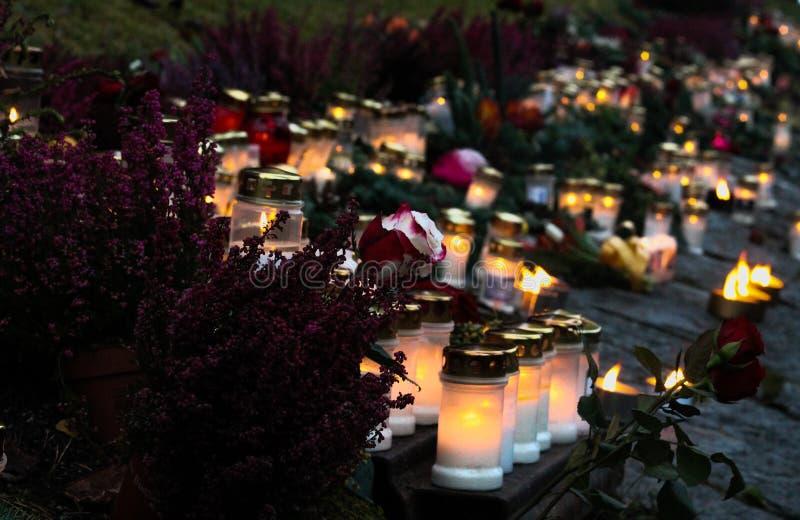 Velas del monumento del Día de Todos los Santos imágenes de archivo libres de regalías