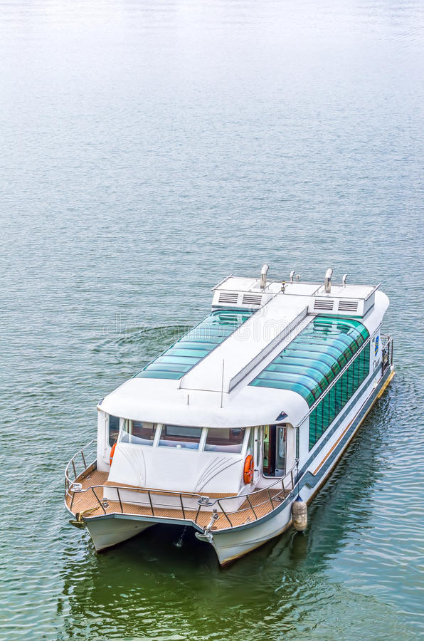 Velas do barco da excursão imagens de stock