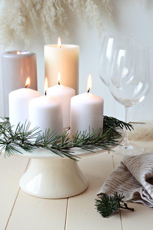 Velas do Natal da tabela decoration fotografia de stock royalty free