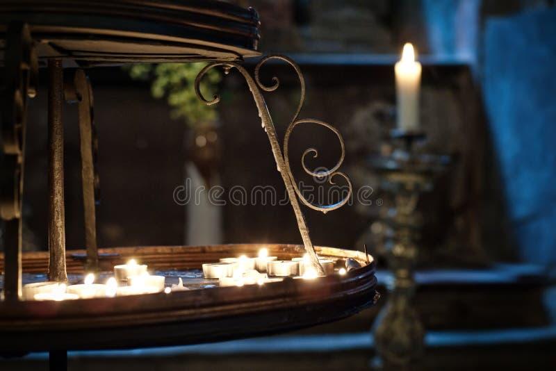 Download Velas em uma igreja foto de stock. Imagem de lighting - 10055248