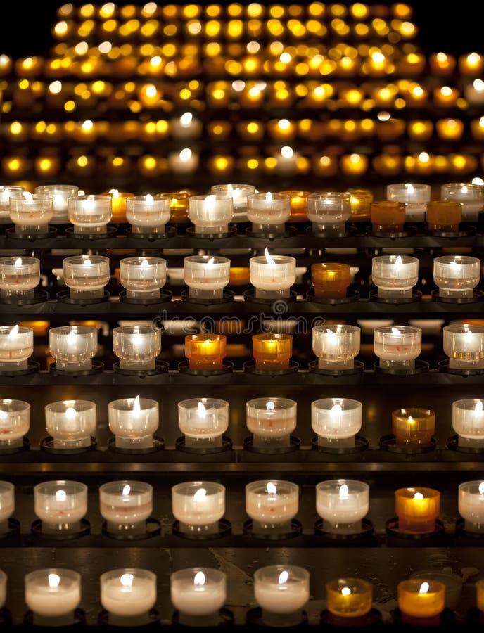Velas en la catedral de Notre Dame de Strasbourg, Alsacia fotos de archivo libres de regalías