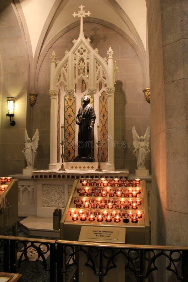 Velas en la conmemoración de perdida, la catedral de St Patrick, NYC, 2015 del Lit fotografía de archivo libre de regalías