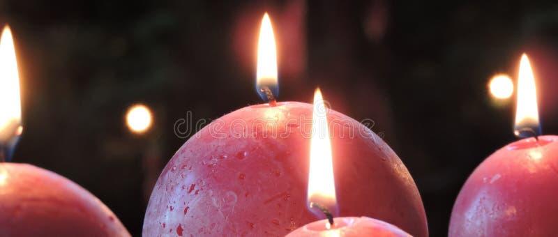 Velas esféricas vermelhas do Natal fotos de stock