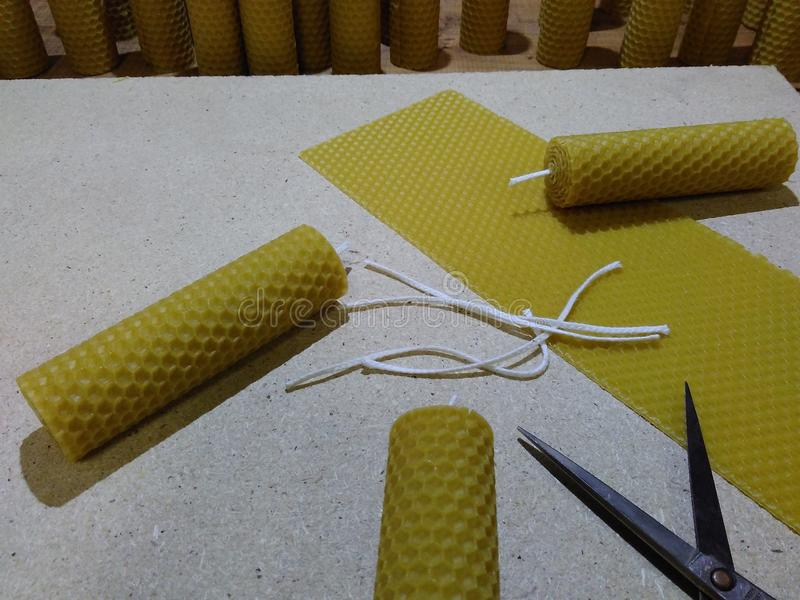 Velas hechas de cera de abejas imágenes de archivo libres de regalías