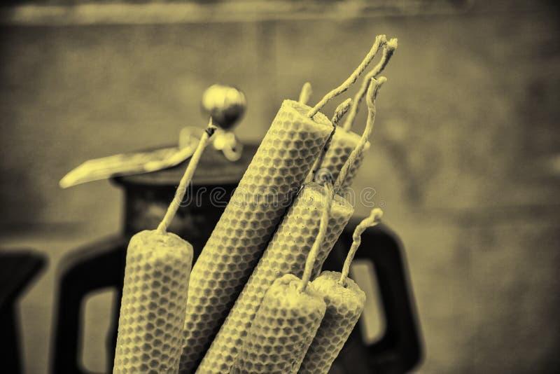 Velas hechas de cera de abejas fotografía de archivo