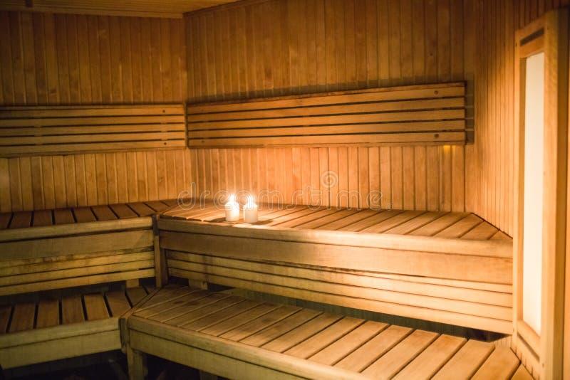 Velas que se encienden en una sauna fotografía de archivo libre de regalías