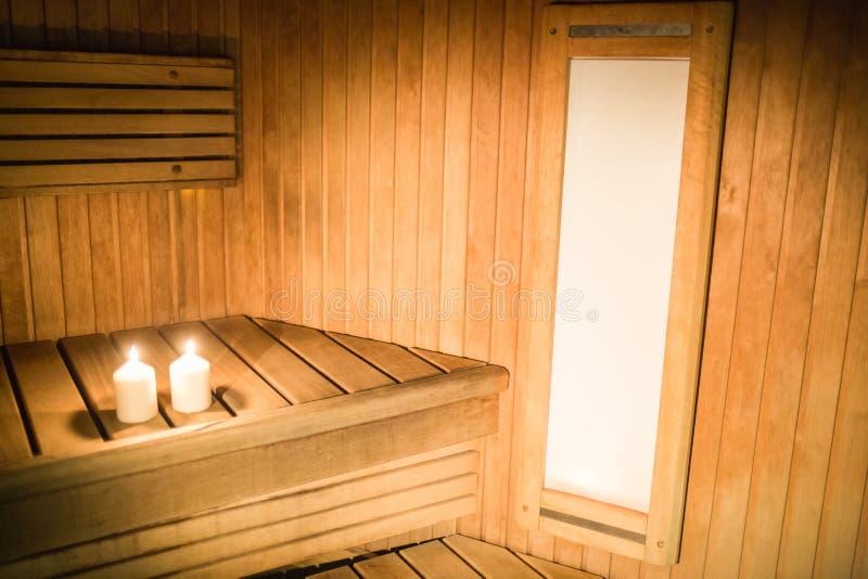 Velas que se encienden en una sauna foto de archivo