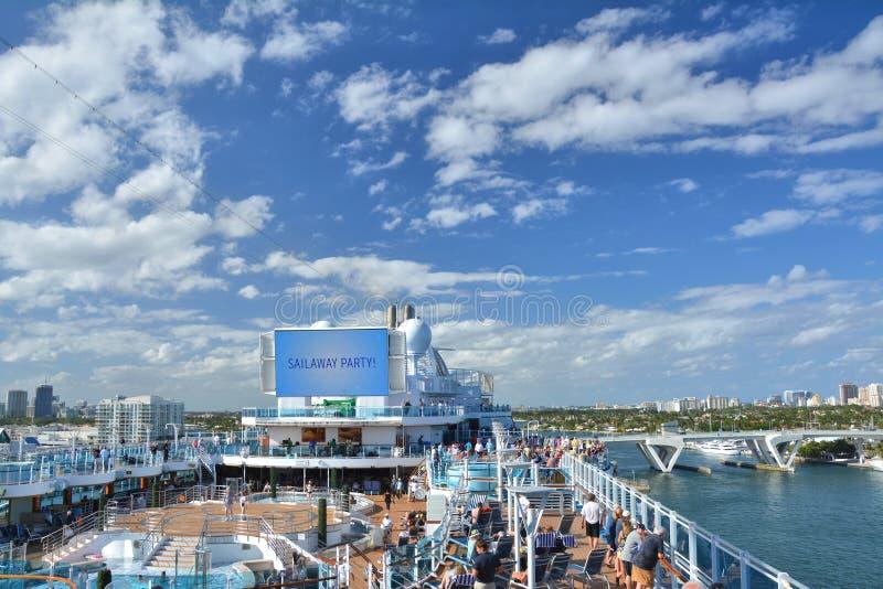 Velas reais do navio da princesa longe do Fort Lauderdale fotografia de stock royalty free